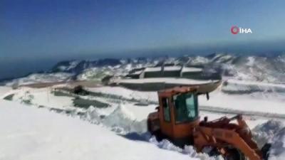 karayollari -  Kar kalınlığı 1 metreyi bulan Nemrut yolu açıldı
