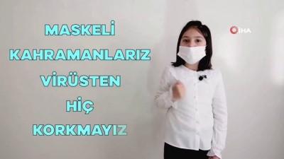 Minik öğrencilerden işaret diliyle pandemi eğitimi