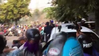 MANDALAY - Myanmar'da güvenlik güçleri protestoculara karşı gerçek mermi kullandı: 10 ölü (4)