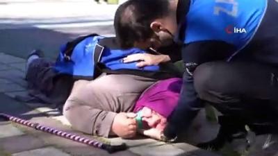 yardim cagrisi -  Zabıtadan takdir toplayan hareket: Montunu verdi, eliyle yastık yaptı