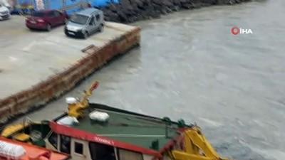 Çanakkale Boğazı'ndaki müsilaj balıkçıların kabusu oldu