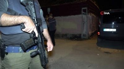 silahli saldiri -  Kalaşnikofla eve saldırı düzenleyen 2 şüpheli kıskıvrak yakalandı