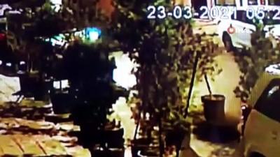 demir parmaklik -  Önce kuryenin motosikletini gasp ettiler, ardından elektronik mağazasını soydular