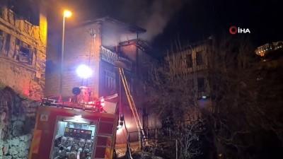 Safranbolu'da iki katlı ahşap evde çıkan yangın tarihi evlere sıçramadan söndürüldü