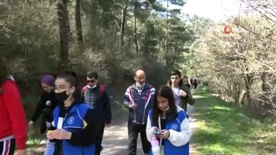 cevre temizligi -  Sındırgılı gençlerden doğada temizlik çalışması