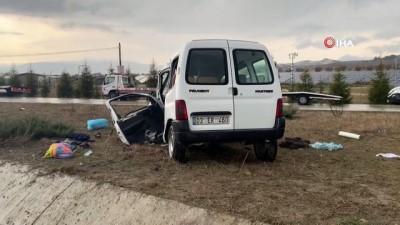 Isparta'da trafik kazası: 3 ölü, 8 yaralı