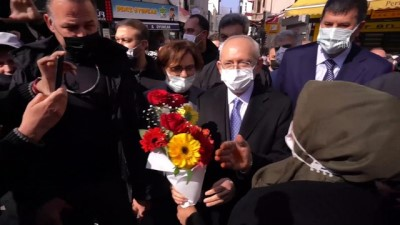 İSTANBUL - CHP Genel Başkanı Kılıçdaroğlu, Kadıköy'de esnaf ziyareti yaptı
