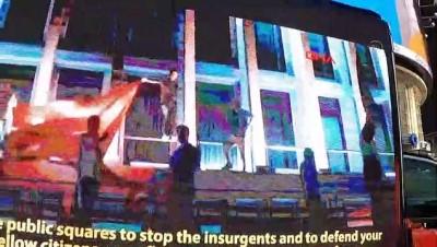 NEW YORK - Times Meydanı'nda, tepkiler üzerine indirilen ucube FETÖ ilanına karşı dijital ekranlı kamyonet dolaştırıldı