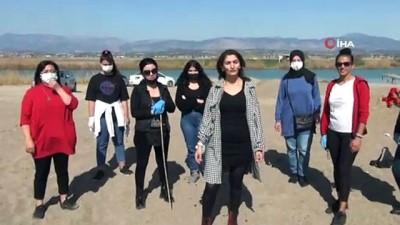 cevre temizligi -  - Antalya'da 8 Mart Kadınlar Günü'nde kadınlardan sahil temizliği