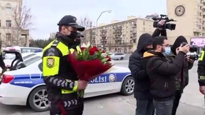 baskent - Bakü polisinden kadın sürücülere 8 Mart sürprizi