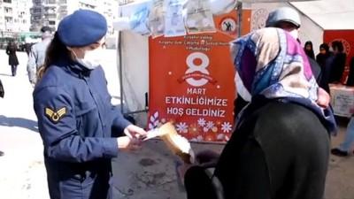 KIRŞEHİR - Kadınların el emeği ürünleri meydanda kurulan stantlarda tanıtıldı