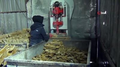 Tonluk mermerleri kadınlar işliyor