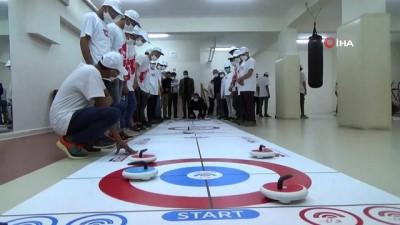 Devlet korumasındaki Afgan çocukların Floor Curling heyecanı