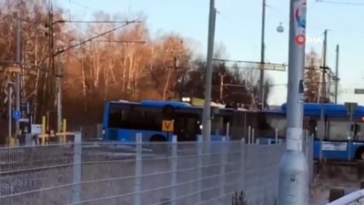 isvec -  - İsveç'te tren otobüsü biçti