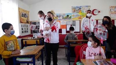 TUNCELİ - 'Orda Bir Köy Var Uzakta' projesiyle çocuklar hayatlarında ilk kez badminton ile tanıştı