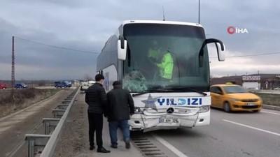 agir yarali -  Amasya'da yolcu otobüsüyle çarpışan otomobil hurdaya döndü: 1 ölü