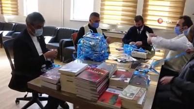 Aziziye'de ağaçlar kitap açtı