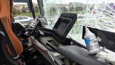 sehirlerarasi otobus -  Bursa'da şehirlerarası otobüs tırla çarpıştı: 4 yaralı