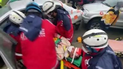 agir yarali -  Düzce'de 3 aracın karıştığı trafik kazası tatbikatı gerçeğini aratmadı