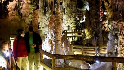 Gümüşhane'nin yeraltı sarayında turizm sezonu açıldı