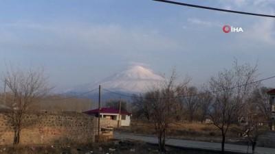 Türkiye'nin çatısı Ağrı Dağı'nda karlar erimeye başladı
