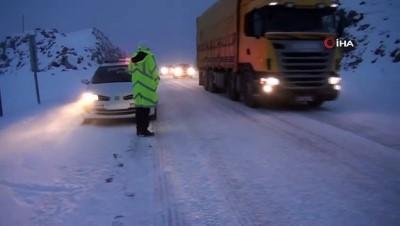 kar kalinligi -  Antalya-Konya karayolunda kar sebebiyle durma noktasına gelen trafik normale döndü
