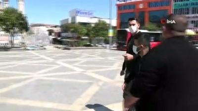 sokaga cikma yasagi -  Hastalığı kısıtlamayı unutturdu, evine polis bıraktı