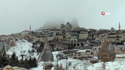 yagan -  Kapadokya'da Nisan ayında kartpostallık kar manzaraları
