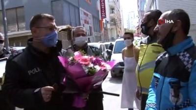 polis teskilati -  Kavgaya gittiler, pastalı çiçekli kutlamayla duygulandılar