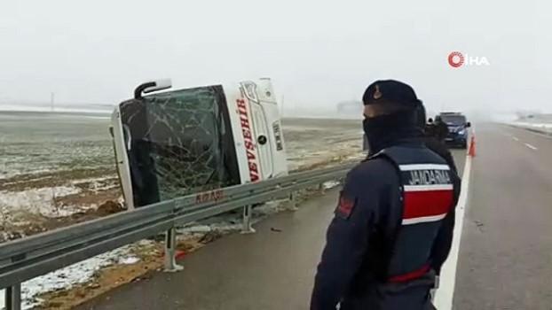 yolcu otobusu -  Kırşehir'de yolcu otobüsü devrildi: 14 yaralı
