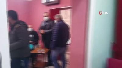 Korona virüsü hiçe sayıp dernekte 'kumar' oynayan 17 kişiye 106 bin lira ceza