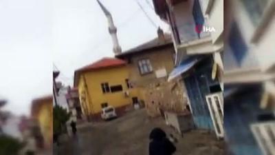 Minare külahının devrildiği anlar kameralara yansıdı