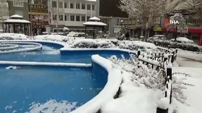 yagan -  Nisan ayında Karaman'a yağan kar, ulaşımı ve hayatı olumsuz etkiliyor