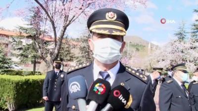 Polis de sağlıkçılar gibi korona virüsle mücadelede etkin görev yapıyor