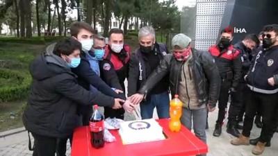 polis teskilati -  Silahlı kavga ihbarına giden polis ekiplerine pastalı sürpriz