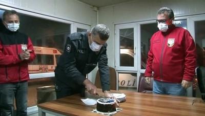 polis teskilati -  AKUT görevlilerinden polislere çay ikramı