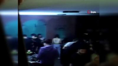 sokaga cikma yasagi -  Beyoğlu'nda üstü kafe altı gece kulübüne baskın kamerada