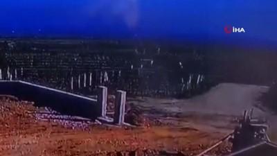 Otomobil üzüm bağına uçtu: 3 ölü...Feci kaza kamerada