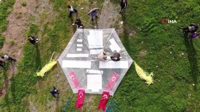 36 metrelik dev uçurtma rüzgar çıkmayınca uçmadı
