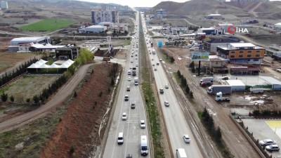 43 ilin geçiş güzergahında kısıtlama sonrası trafik yoğunluğu