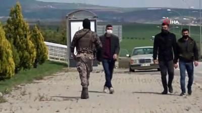 koy yollari -  Adıyaman'da hareketli dakikalar...Dur ihtarına uymayan silahlı şahıs polis ekiplerini alarma geçti