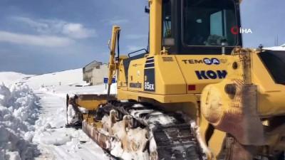 Dünyanın en tehlikeli yollarından bir olan Soğanlı Dağında karla mücadele çalışması