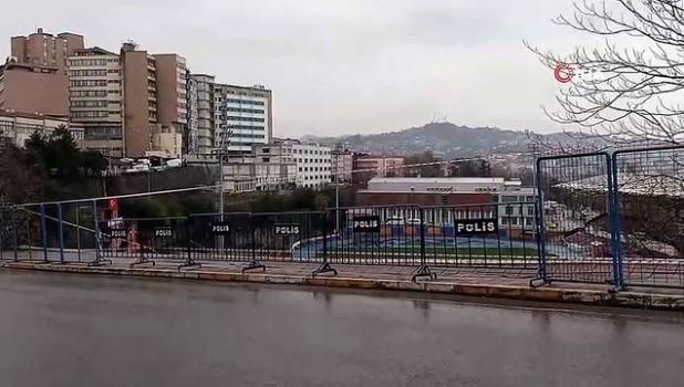 saganak yagis - Stadyumda istinat duvarı çöktü, facia kıl payı atlatıldı!