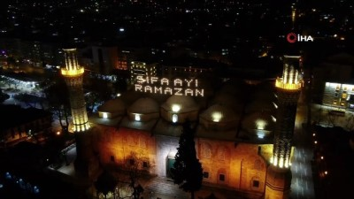 islam -  Ulu Cami'ye asılan 'Şifa Ayı Ramazan' mahyası geceyi aydınlattı