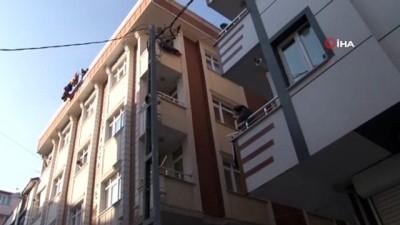 mahsur kaldi -  Balkondan elektrik direğine atlayan afacan kediyi itfaiye ekipleri kurtardı