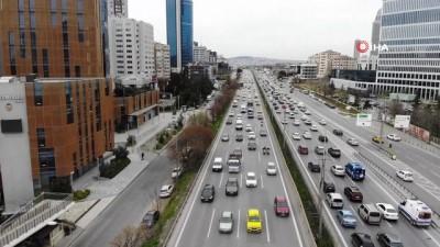İstanbul'da ilk iftar için trafik yoğunluğu başladı