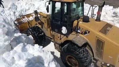 kar kalinligi -  Kar kalınlığının 10 metreyi bulduğu Nemrut Krater Gölü'nün yolunda çalışma