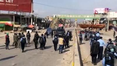 - Pakistan'da sokaklar savaş alanına döndü: can kaybı 3'e yükseldi - En az 40 polis yaralandı