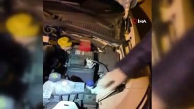 Otomobilin motor kısmındaki boru içerisine uyuşturucu bulundu