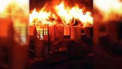 Cayır cayır yanan iki katlı bina küle döndü